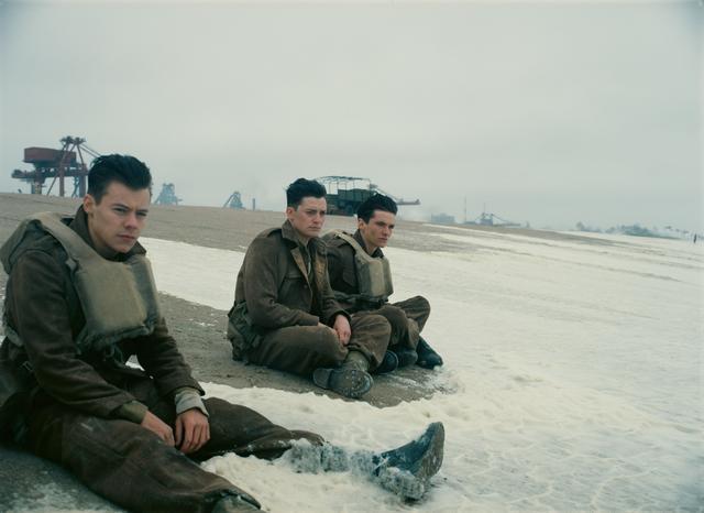 画像: 『ダンケルク』のワンシーン。左端がハリー・スタイルズ。