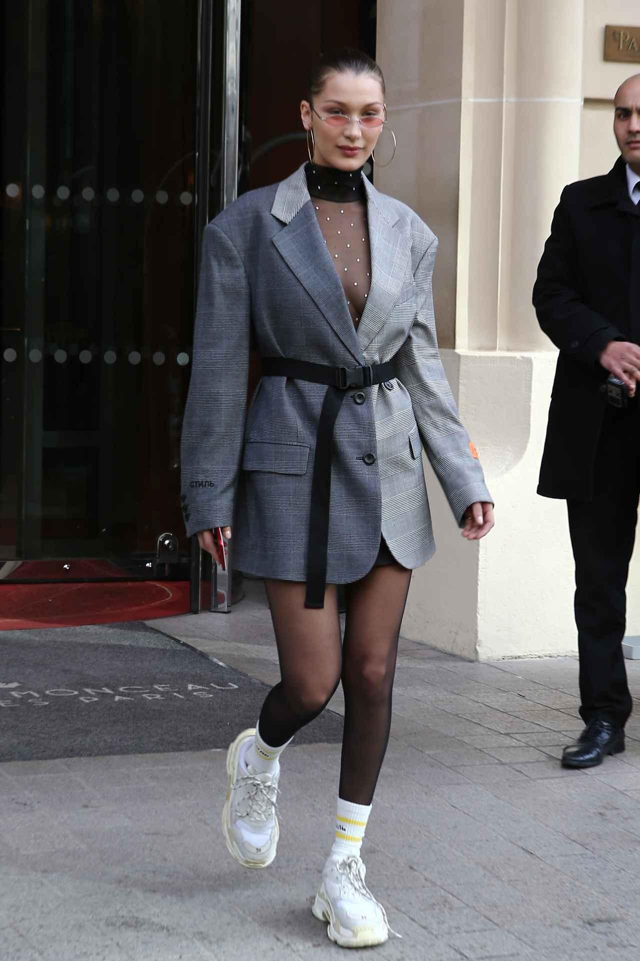 画像1: カリスマモデル、ロングジャケットを1枚でお洒落に着こなし!
