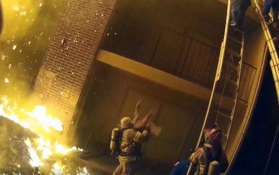 画像: 一刻を争う火事現場で勇気ある行動
