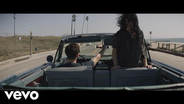 画像: Zedd, Alessia Cara - Stay (Official Music Video) www.youtube.com