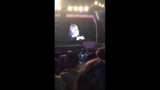 画像: ADELE Asks Fan to Stop Recording Her During Live Show - ADELE DRAGS WOMAN [VIDEO] youtu.be