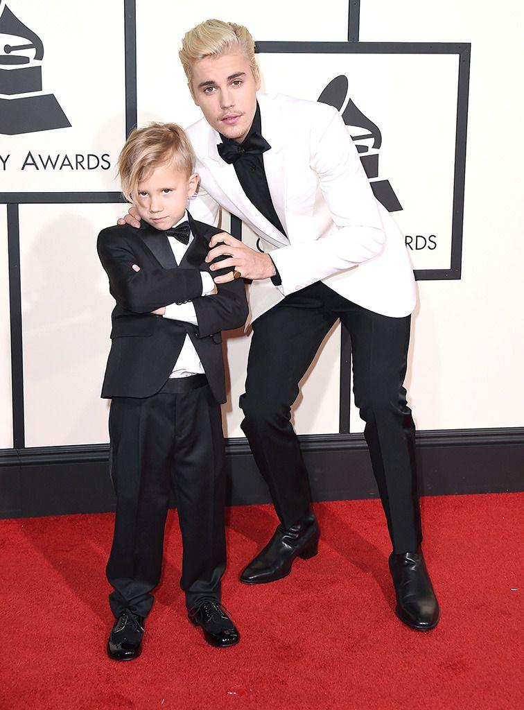 画像: 写真は弟のジャクソン君を連れて登場した2016年のグラミー賞にて。