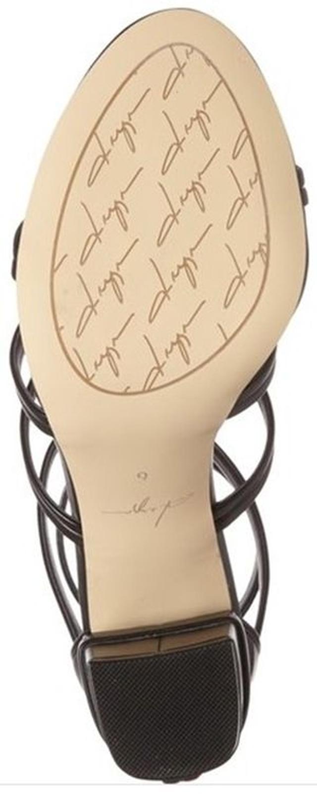 画像: 靴底にもゼンデイヤのこだわりが。