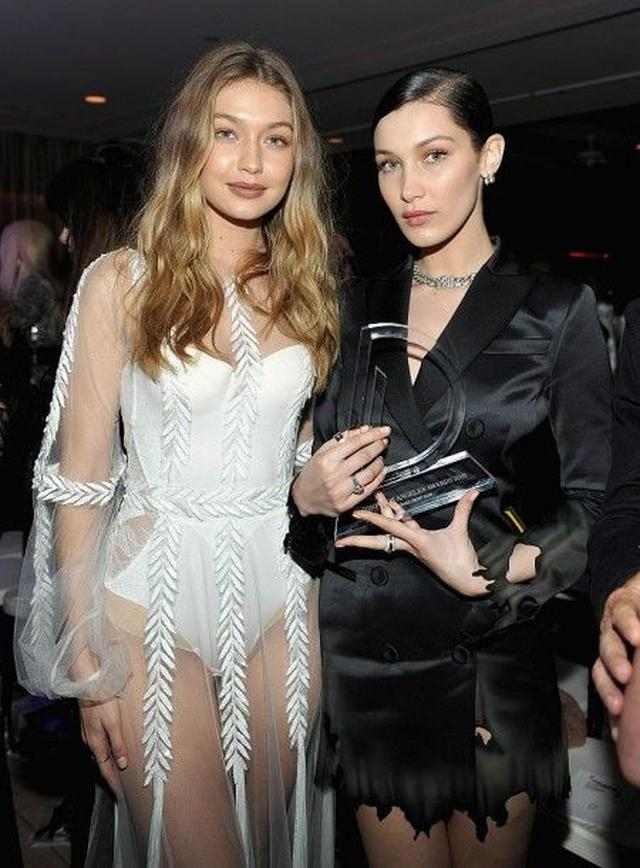 画像: 世界的に有名な建築家の父と人気モデルだった母の間に生まれた美人セレブ姉妹のジジ(左)&ベラ(右)。2人ともモデルとして活動している。