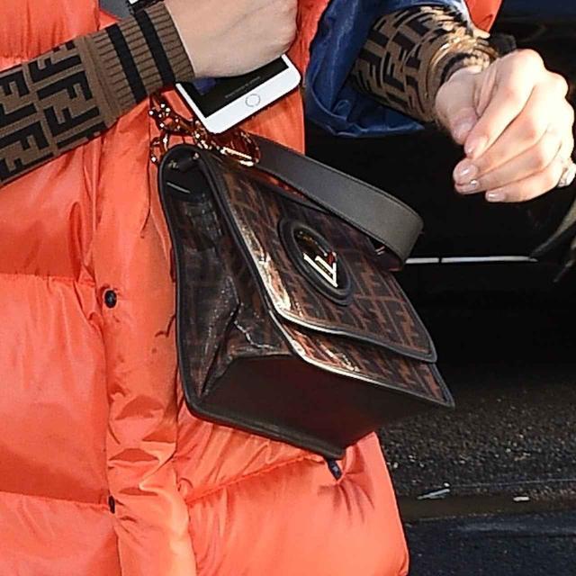 画像2: ベラ・ハディッドによる、ダウンジャケットをオシャレに着こなす方法