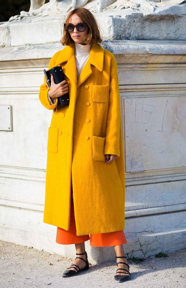 画像2: 冬スタイルを鮮やかに!「カラーコート」のコーディネート集