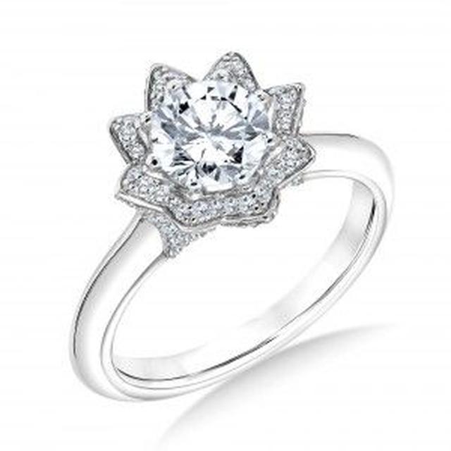 画像3: セレブが愛する名物デザイナー カール・ラガーフェルドが婚約指輪をデザイン
