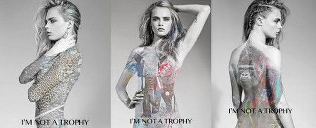 画像: 写真には、団体名でもある「I'm not a trophy(私はトロフィーじゃない)」というスローガンが掲げられている。