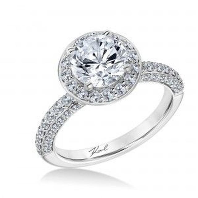 画像2: セレブが愛する名物デザイナー カール・ラガーフェルドが婚約指輪をデザイン