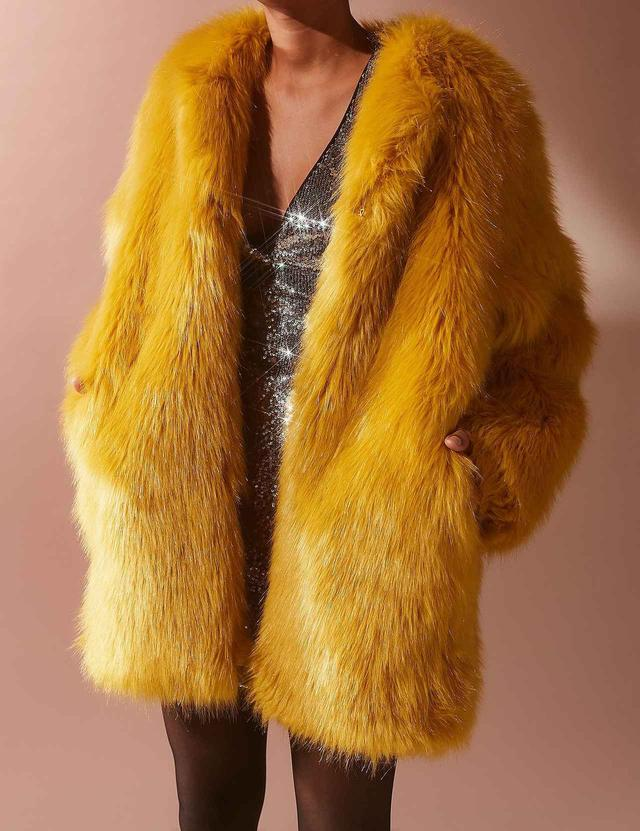 画像: Ami Faux Fur Coat (SOLD OUT) www.urbanoutfitters.com