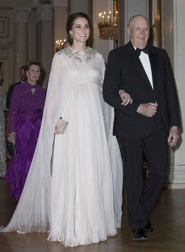 画像10: 全12ルックお届け!キャサリン妃のロイヤルツアー・ファッションに密着