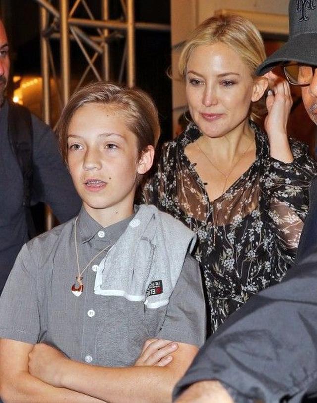 画像2: ケイト・ハドソンのおしゃれ息子がびっくりするほど母にそっくり!