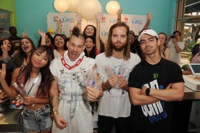 画像: 業界でひっぱりだこなバンドDNCEが「カップケーキ&歯ブラシ」パーティを開催