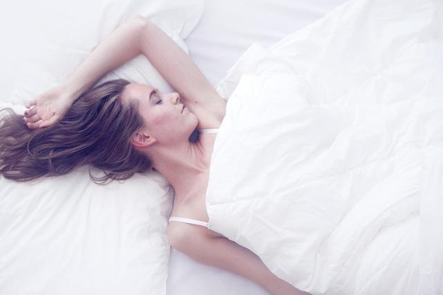 画像: 肌荒れの原因は枕カバー?画期的な「日めくり」枕ケースが話題!