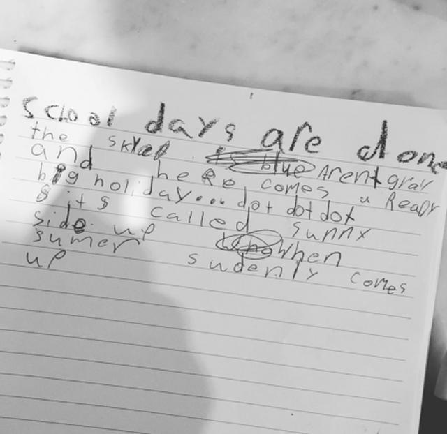 画像: ヴィクシーモデル、アレッサンドラの7歳の娘が書いたポエムに絶賛の声