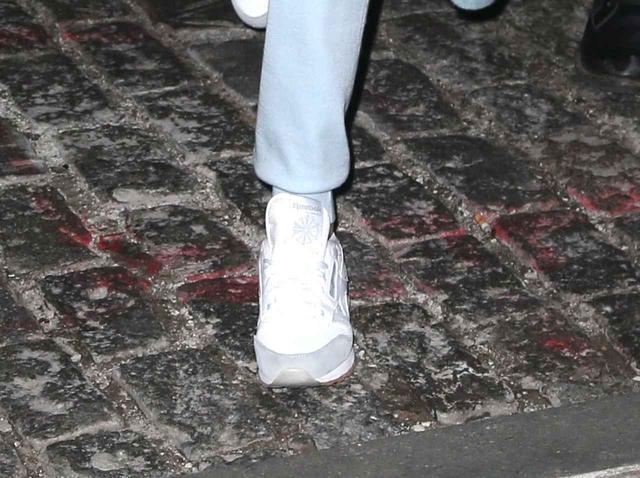 画像2: ジジ・ハディッド、「スウェットパンツ」をスタイリッシュに着こなす方法