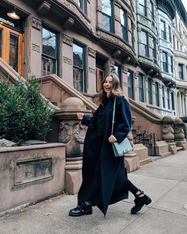 """画像1: VIOLETTA KOMYSHAN on Instagram: """"Sunday Funday ❄️ My @ferragamo #VaraAndl bag is perfect for this icy day."""" www.instagram.com"""