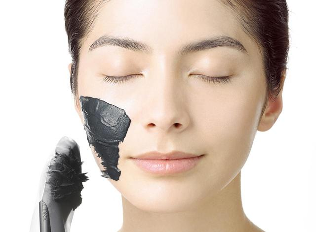 画像1: 磁石で吸着する新感覚!マドンナが手掛けるMDNAがフェイスマスクを発売