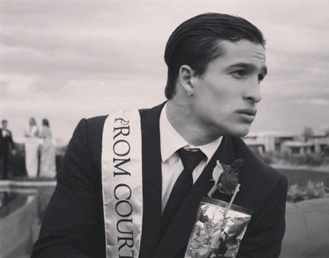 画像: 最近まで通っていた高校のプロム(卒業パーティー)で撮った1枚。すでにモデルとしての風格が漂っている。