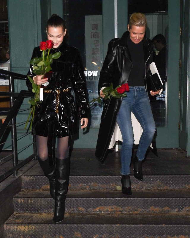 画像1: ベラ・ハディッド、バレンタインにパパラッチに薔薇をプレゼント