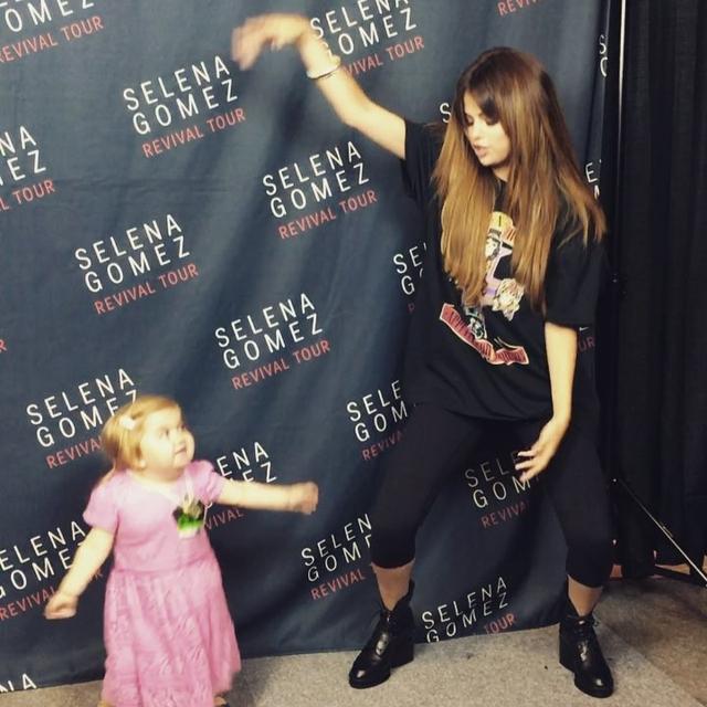 画像1: Selena GomezさんはInstagramを利用しています:「Finally got to meet this sweetheart -she owned it fully」 www.instagram.com