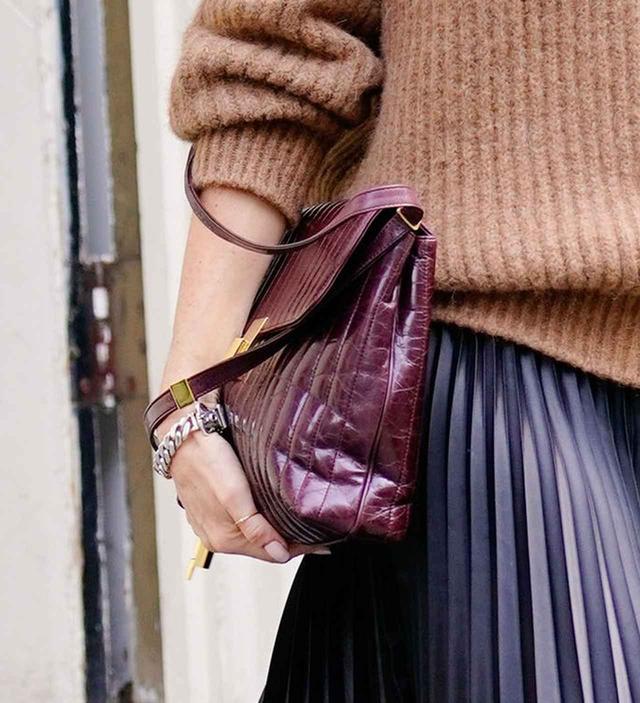 画像2: ヴィクトリア・ベッカム流、冬のプリーツスカートの着こなし術