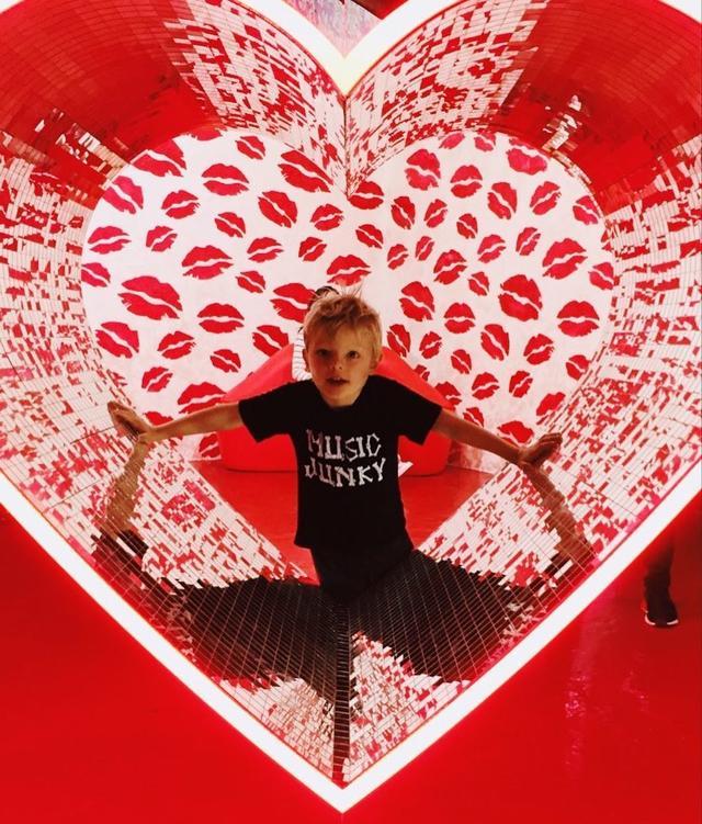 画像1: FergieさんはInstagramを利用しています:「happy valentines day world! love, axl jack. #spreadlove」 www.instagram.com