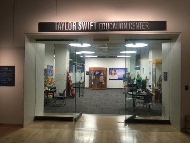 画像: 「テイラー・スウィフト教育センター」の入り口。