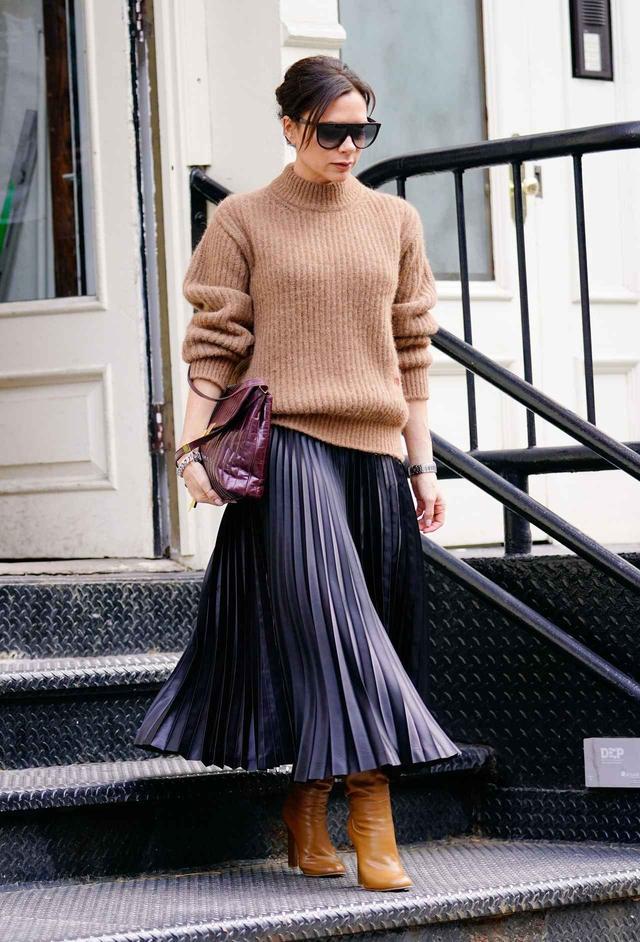 画像1: ヴィクトリア・ベッカム流、冬のプリーツスカートの着こなし術