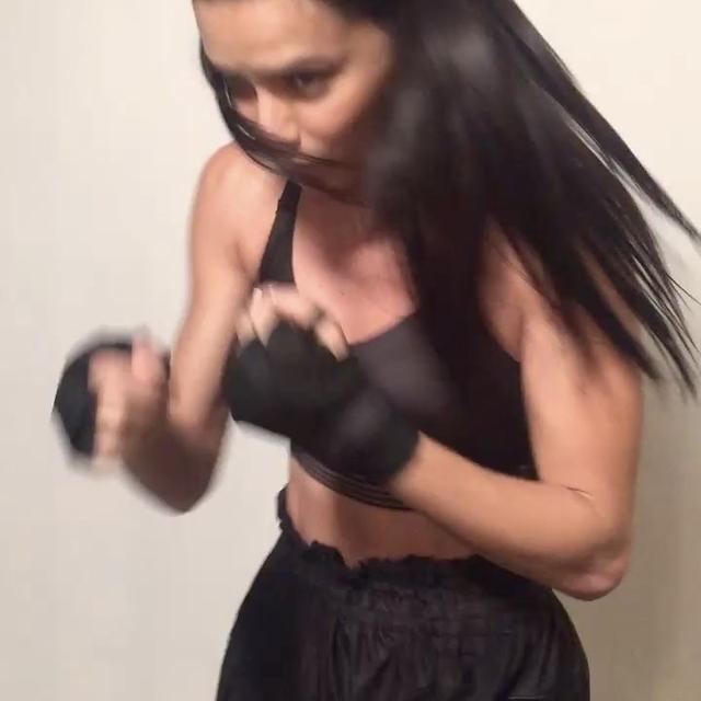 画像1: Adriana LimaさんはInstagramを利用しています:「Ohhh shit! GOOD MORNING WORLD! Time to kick ass mf #teamlima #verizon 」 www.instagram.com