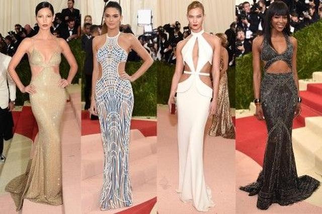 画像: 左から:リリー・オルドリッジ<Michael Kors Collection>、ケンドル・ジェナー<Atelier Versace>、カーリー・クロス<Brandon Maxwell>、ナオミ・キャンベル<Cavalli Couture>