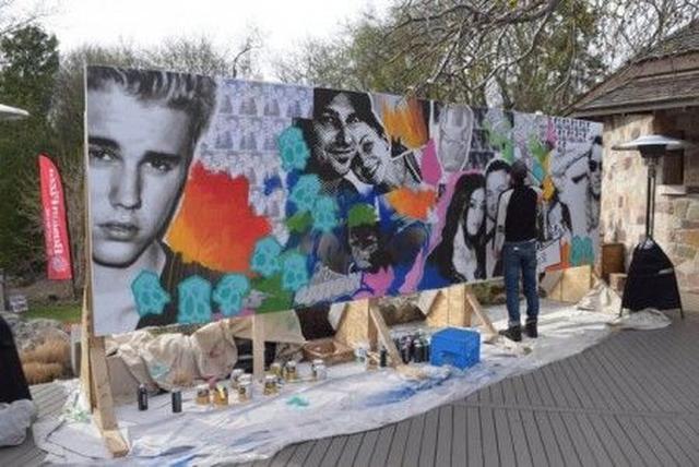画像: ジャスティンやジェレミー&チェルシーをフィーチャーしたストリートアート風の作品のライブ・パフォーマンスも。ジャスティンやジェレミー&チェルシーをフィーチャーしたストリートアート風の作品のライブ・パフォーマンスも。