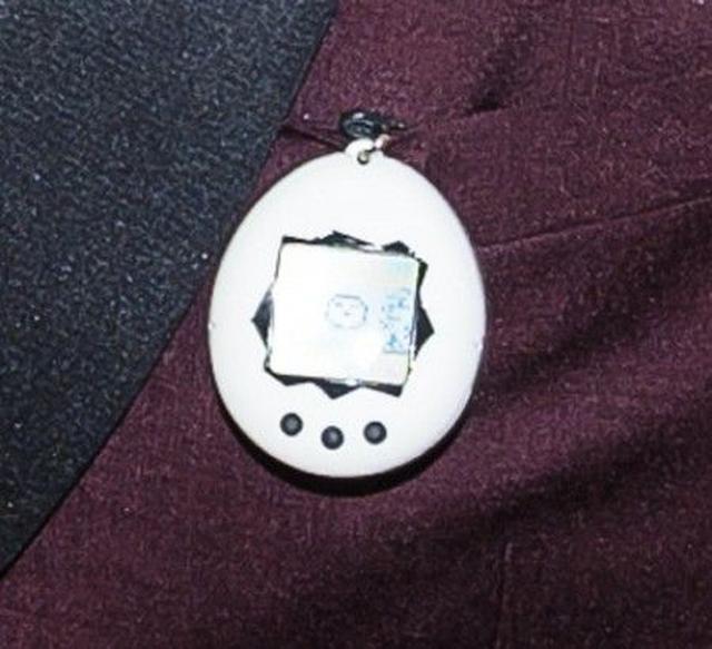画像2: METガラでオーランド・ブルームのたまごっちがまさかのおもらし