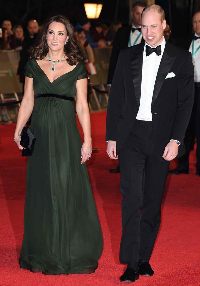 画像1: キャサリン妃はグリーンドレスで登場