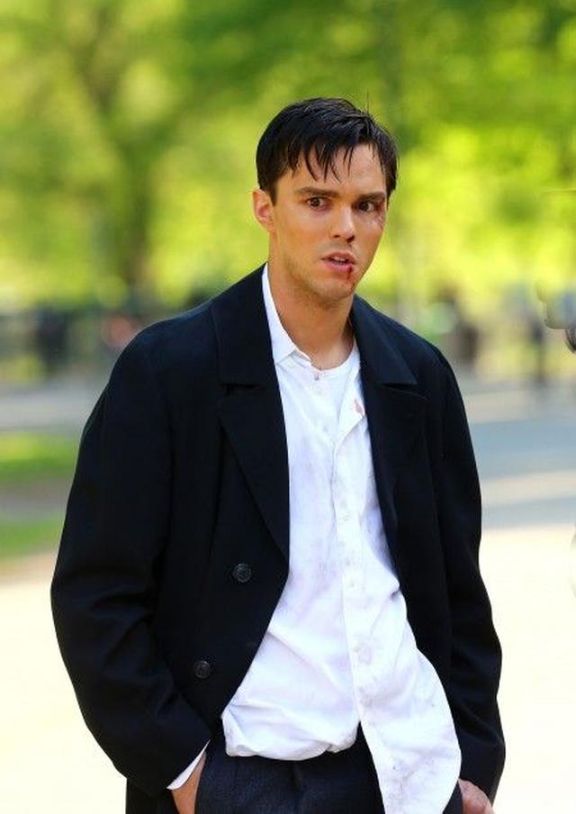 画像2: 『X-Men』のイケメン俳優ニコラス・ホルトが、NYセントラル・パークで血みどろ!?
