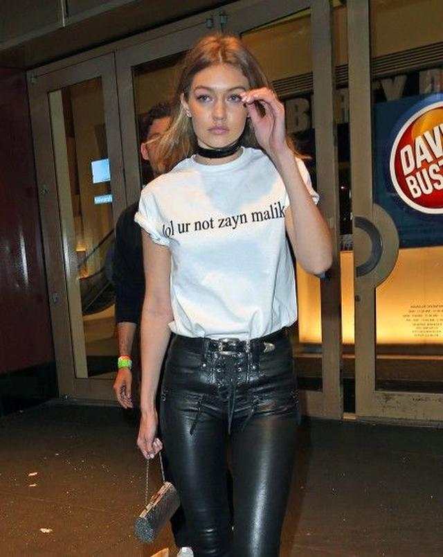 画像: 元1Dゼイン・マリクの恋人ジジ・ハディッドが着た、「ゼインTシャツ」に隠された意味