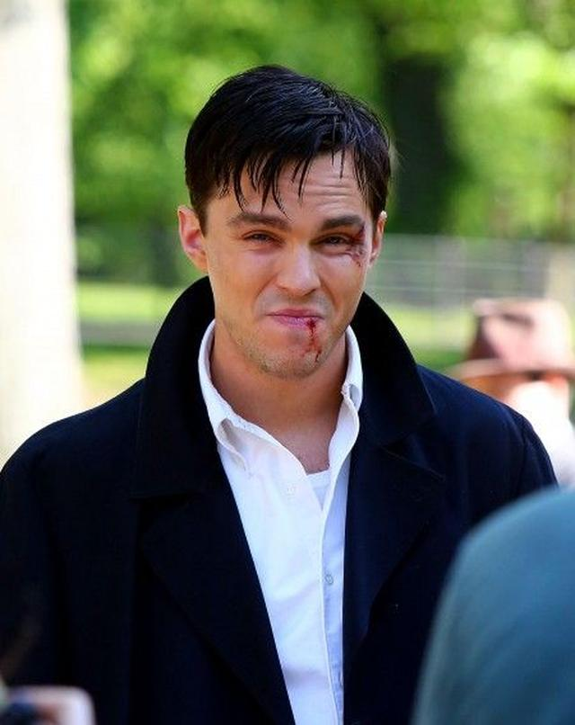 画像3: 『X-Men』のイケメン俳優ニコラス・ホルトが、NYセントラル・パークで血みどろ!?