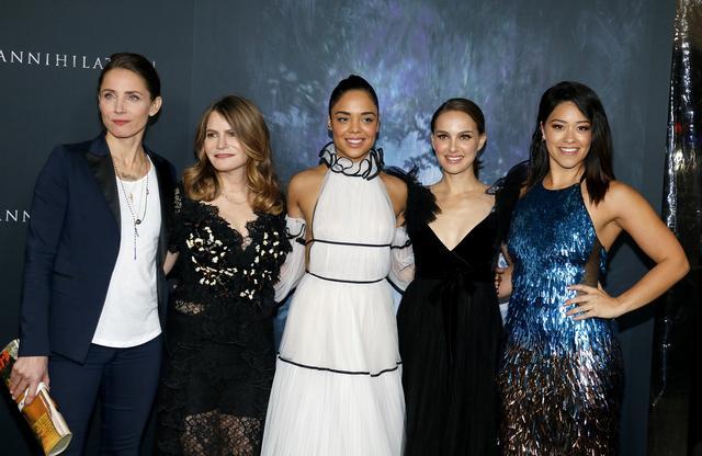 画像: 『アナイアレイション -全滅領域-』のプレミアにて。同作はSFスリラー映画にはめずらしく、キャストのほとんどが女性。