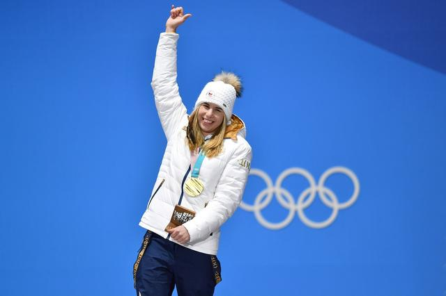 画像: 強風のため24日に予選が変更となった、スノーボードのパラレル大回転にも出場予定のエステル。同競技では金メダル候補に名前が挙がっている。ちなみに父親はチェコで有名なミュージシャン。
