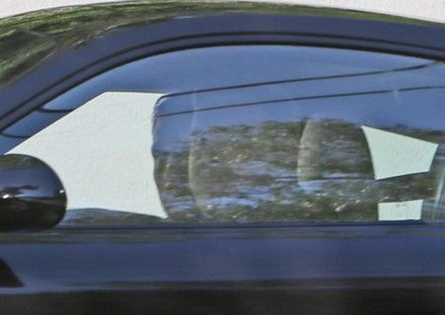 画像: 事故の翌日、友人の運転する車で外出。