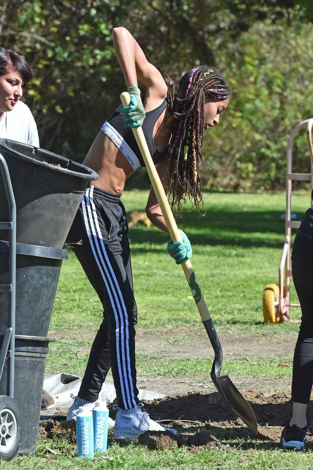 画像2: ウィル・スミスの息子&娘、公園で思いやりと愛の活動に参加