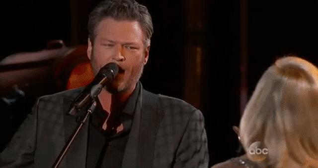 画像: Blake Shelton GIF by Billboard Music Awards - Find & Share on GIPHY