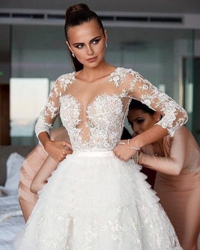 画像: ゼニアが着用したのは、セレブにも人気のクチュールブランドZuhair Muradの豪華なウェディングドレス。