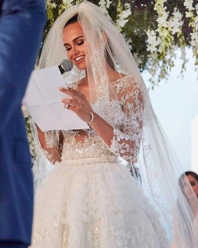 画像3: ジャスティン・ビーバーの恋人を演じたモデルが超年上の大富豪と結婚していた