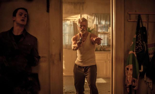 画像: 呼吸さえも許されない状況 『ドント・ブリーズ』