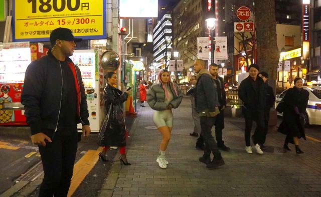 画像1: 来日中のキム・カーダシアン、渋谷のアダルトショップを訪問【写真アリ】