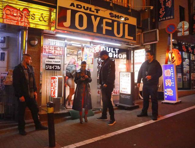 画像3: 来日中のキム・カーダシアン、渋谷のアダルトショップを訪問【写真アリ】