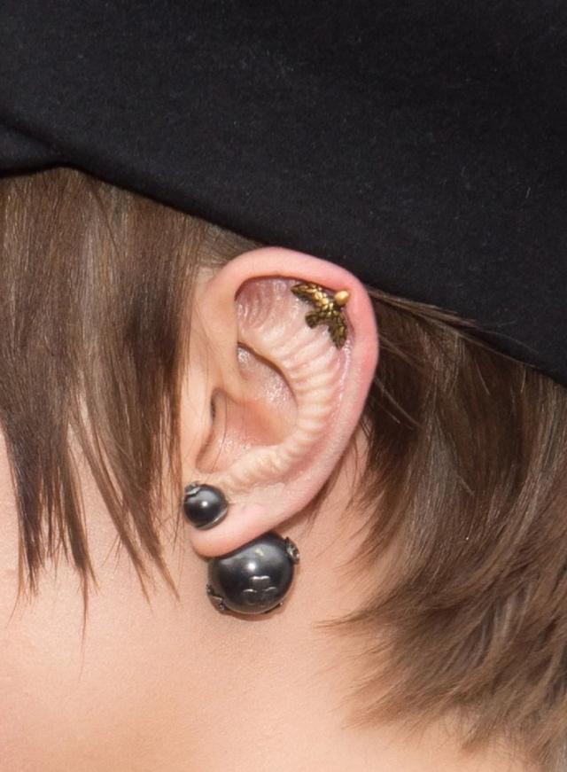 画像3: デコボコした質感の「変形耳」