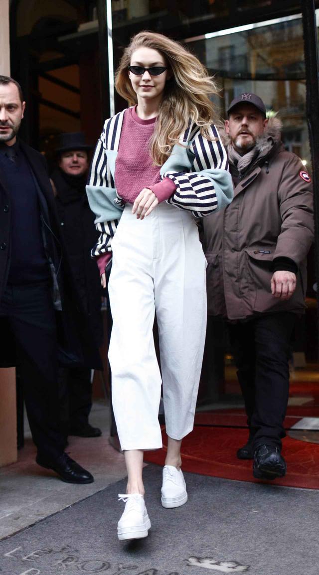 画像2: ジジ・ハディッド、レディ→カジュアルで雰囲気を変えた最新ファッションに注目