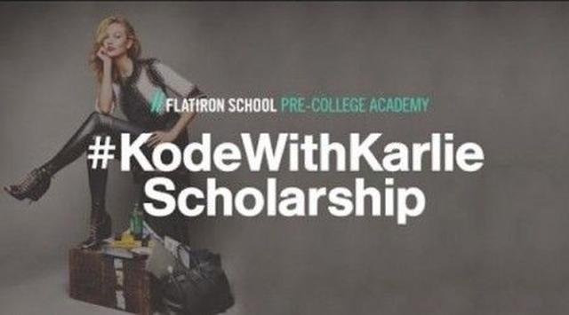 画像: カーリーが行うコード・ウィズ・カーリー奨学金プログラム